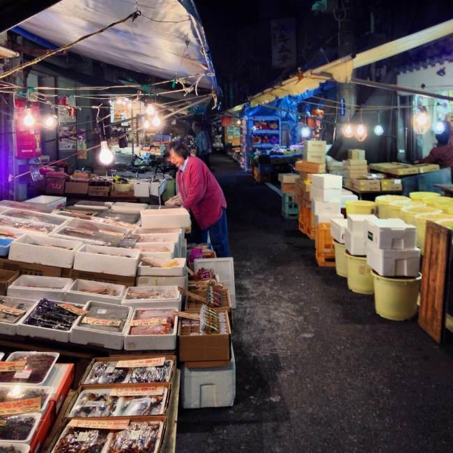 Tsukiji Vendors Set Up at Dawn